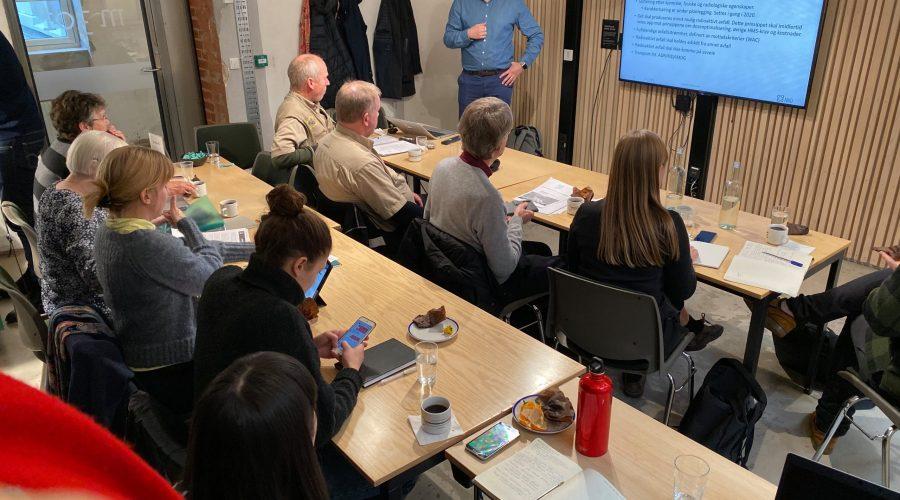NGO møte 4 desember 2019 Håvard i klasserom